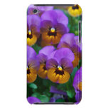 Pensamientos púrpuras bonitos en un campo iPod touch Case-Mate carcasa
