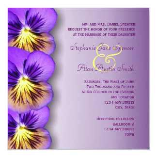 """Pensamientos púrpuras bonitos que casan la invitación 5.25"""" x 5.25"""""""