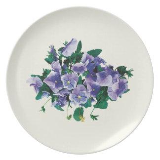 Pensamientos púrpuras pálidos platos de comidas