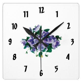 Pensamientos púrpuras pálidos reloj cuadrado