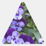 Pensamientos púrpuras y violetas pegatinas trianguladas