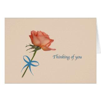 Pensando en usted, tarjeta color de rosa de color