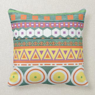 Pensativo hermoso imaginativo entusiasta almohadas