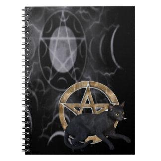 Pentáculo de Wiccan con el gato negro Note Book