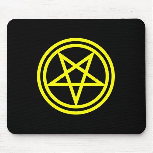 Pentagram amarillo invertido en negro alfombrilla de raton
