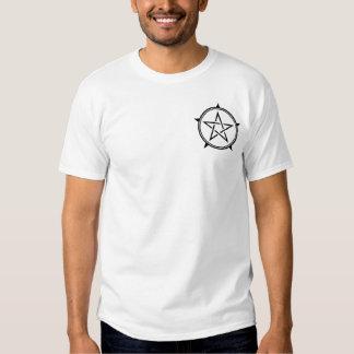 Pentagram blanco y negro del corte del doble polera