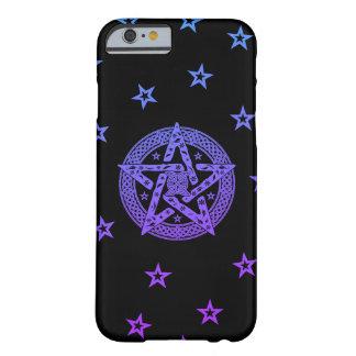 Pentagram céltico de Wiccan con las flores y las Funda Barely There iPhone 6