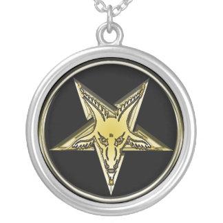 Pentagram de oro invertido de la cabeza de la colgante redondo