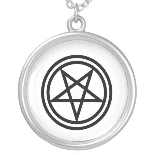 Pentagram invertido colgante redondo