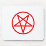 Pentagram invertido rojo tapetes de ratón
