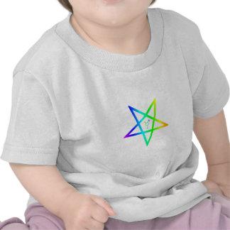 Pentagram invertido transexual 2 del arco iris de camiseta