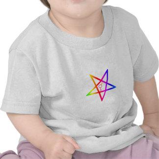 Pentagram invertido transexual del arco iris camisetas