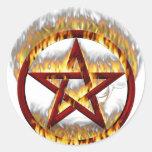 Pentagram llameante pegatina redonda