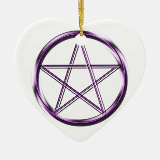 Pentagram púrpura en blanco ornamente de reyes
