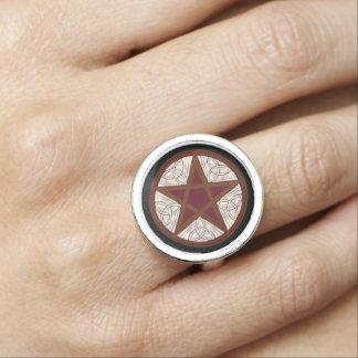Pentagram rojo y nudos célticos - anillo de plata