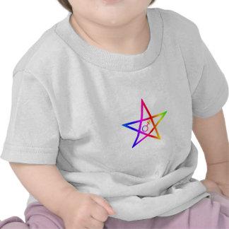 Pentagram vertical del arco iris del transexual camisetas