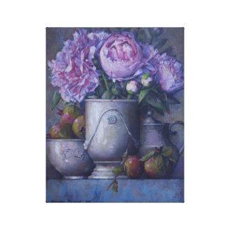 Peonies rosados en florero de la porcelana lona envuelta para galerías
