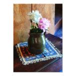 Peonies rosados y blancos en jarro verde invitación 12,7 x 17,8 cm