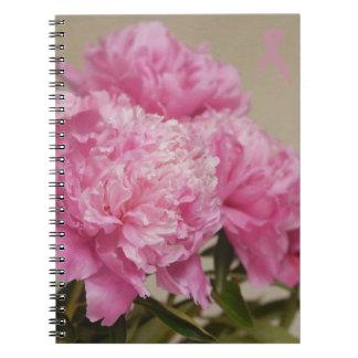 Peony rosado con el diario rosado de la cinta cuaderno