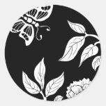 Peony y mariposa etiquetas redondas