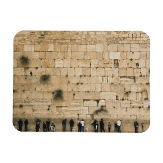 People praying at the wailing wall magnet