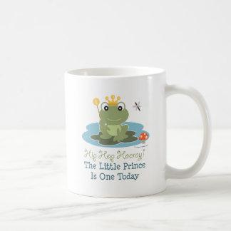 Pequeña 1ra taza del cumpleaños de príncipe Frog