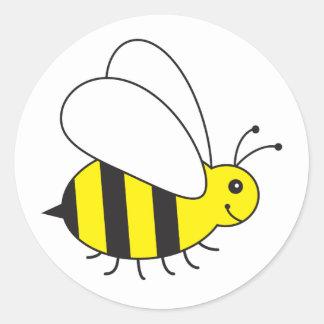 Pequeña abeja divertida de la miel linda pegatina redonda