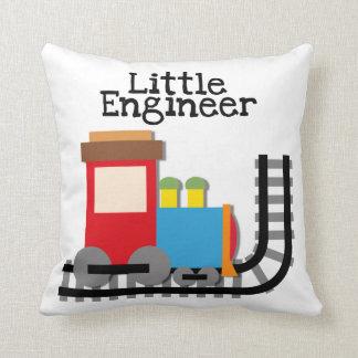 Pequeña almohada del tren del ingeniero cojín decorativo