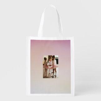pequeña bailarina rosada que recicla el bolso bolsa de la compra