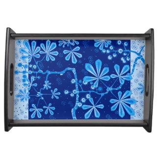 Pequeña bandeja de la porción de la flor azul de