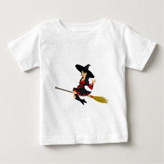 Pequeña bruja atractiva camisas