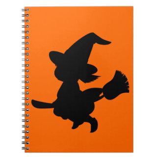 Pequeña bruja negra linda note book