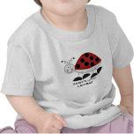 Pequeña camiseta de la mariquita del papá