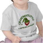 Pequeña camiseta del Leprechaun de la abuela