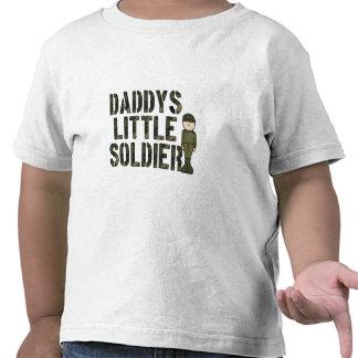 Pequeña camiseta del niño del soldado de Daddys