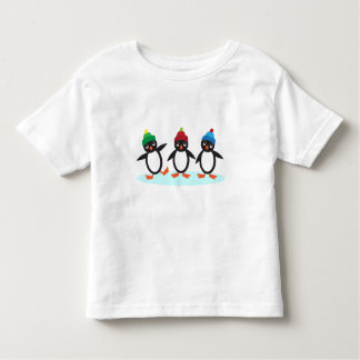 Pequeña camiseta linda del trío del pingüino camisas