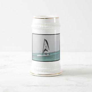 Pequeña cerveza Stein del velero del catamarán Tazas