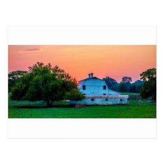 pequeña ciudad de la ciudad del rosa blanco de tarjetas postales