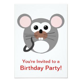Pequeña fiesta de cumpleaños redonda del ratón