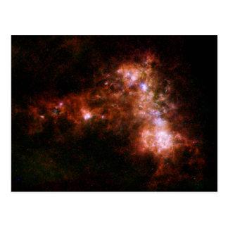 Pequeña formación estelar de la galaxia de la nube postales