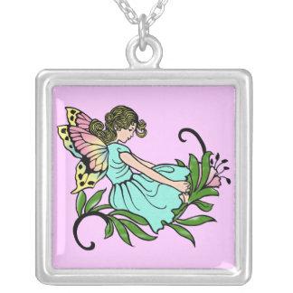 Pequeña hada dulce con las alas de la mariposa pendiente personalizado