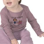 Pequeña hermana con las camisetas grandes del SIS