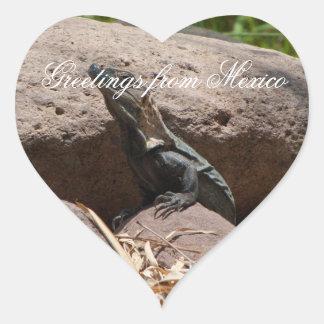 Pequeña iguana en las rocas; Recuerdo de México Pegatina En Forma De Corazón