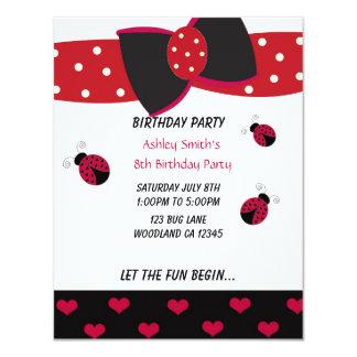 Pequeña invitación del cumpleaños de la mariquita