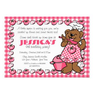 Pequeña invitación del fiesta del cocinero del oso