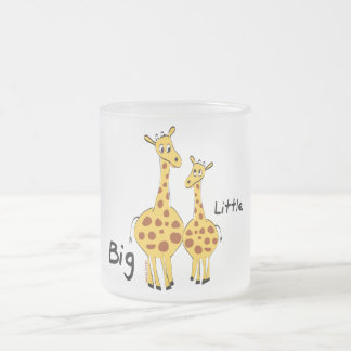 Pequeña jirafa grande tazas de café