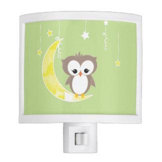 Pequeña luz verde de la noche del búho el | lámparas de noche