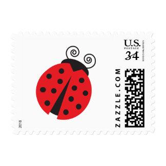 Pequeña mariquita linda timbre postal