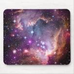 Pequeña nube de Magellanic púrpura Tapetes De Raton