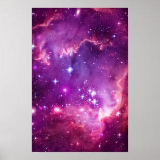 Pequeña nube de Magellanic teñida púrpura Póster